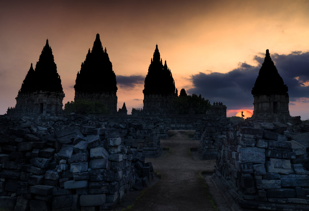 Girl Sunset Prambanan Temple 28mm F14 1Sec ISO 100.jpg