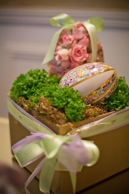 Caixa Jardim com Ovo de Porcelana Grande e Ovo Flor