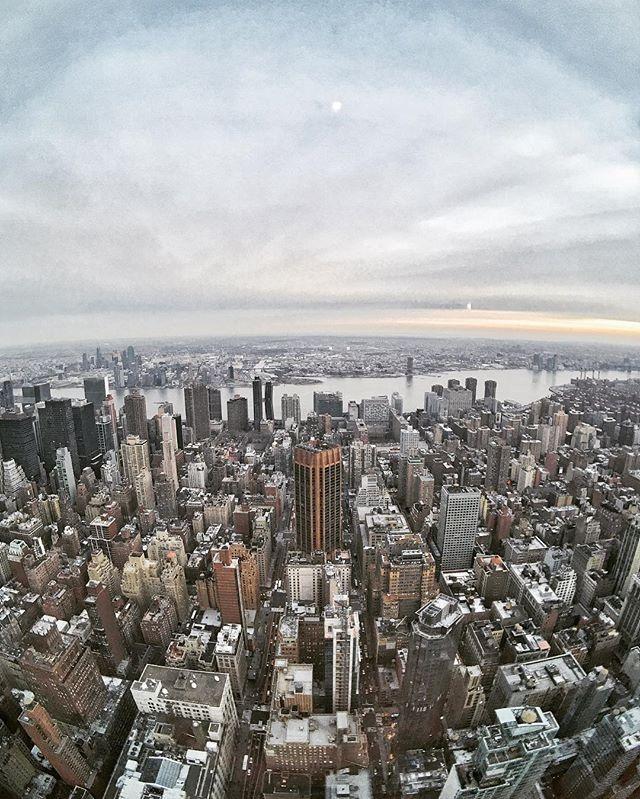 #Skyline . . #citykillerz #nycprimeshot #streetdreamsmag #artofvisuals #heatercentral #urbanandstreet #way2ill #justgoshoot #instamagazine_ #moodygrams #instagoodmyphoto #urbanromantix #newyork_instagram #streetmobs #illgrammers #agameoftones #visualsgang #weareoriginators #shoot2kill #hsdailyfeature #killeverygram #huffpostgram #createyourhype #exklusive_shot #highsnobiety #meistershots #mkexplore