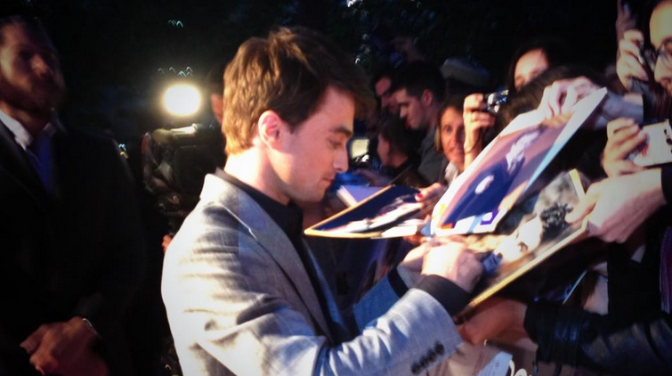 daniel-radcliffe-signing-french-premier-horns-movie-red-granite-pictures.png