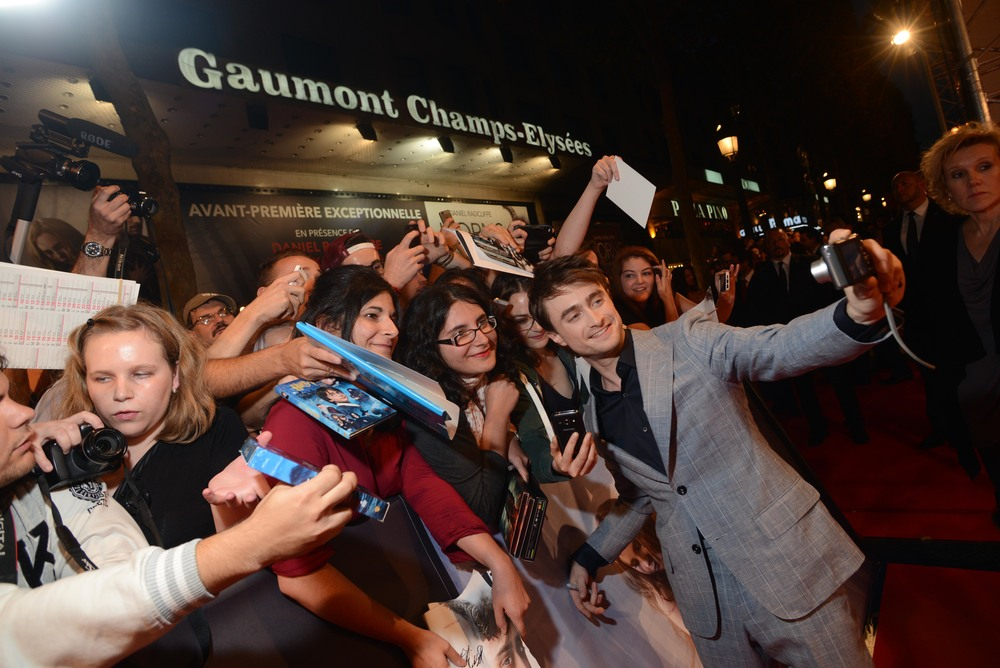 horns-french-premiere-daniel-radcliffe-fans-red-granite-pictures.jpg
