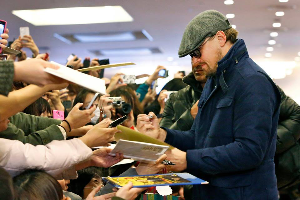 leonardo-dicaprio-signing-autographs-at-the-japanese-wolf-of-wall-street-movie-premiere-red-granite-international-red-granite-pictures.jpg