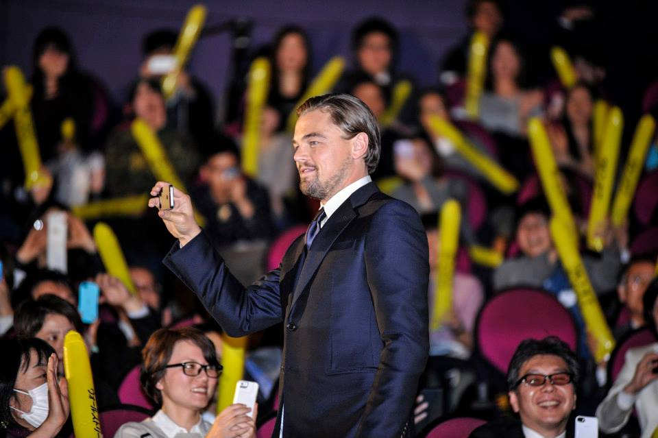 leonardo-dicaprio-filming-at-the-japanese-wolf-of-wall-street-movie-premiere-red-granite-international-red-granite-pictures.jpg