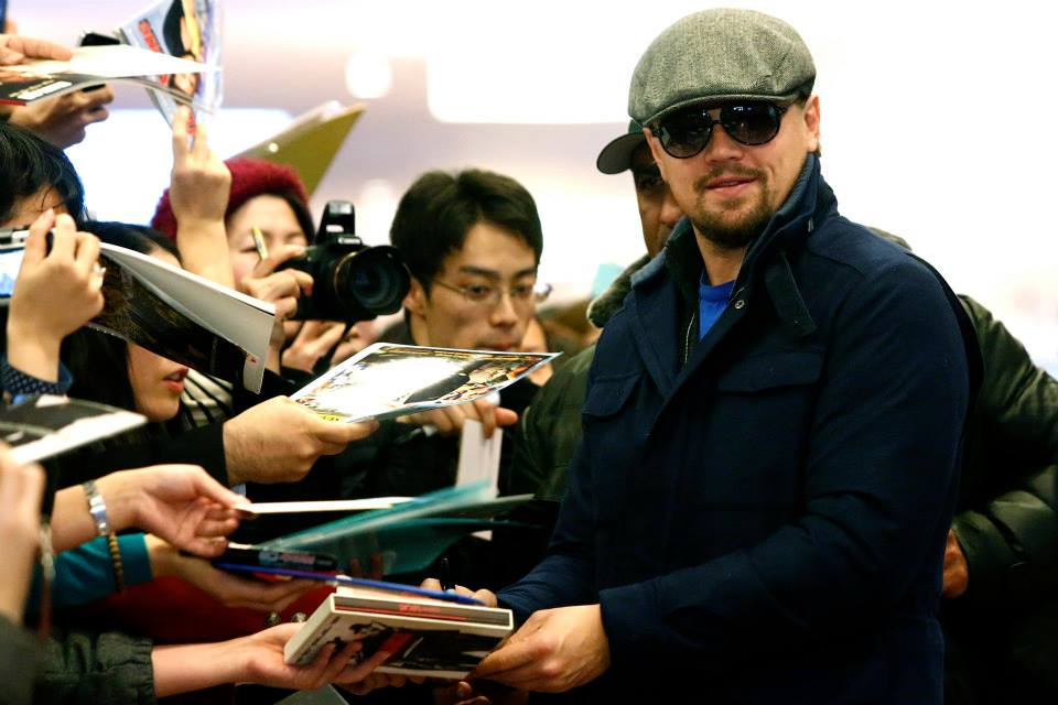 leonardo-dicaprio-arriving-airport-tokyo-at-the-japanese-wolf-of-wall-street-movie-premiere-red-granite-international-red-granite-pictures.jpg