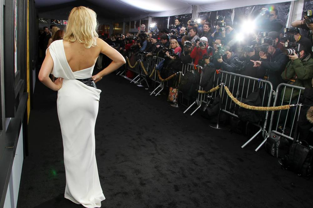 margot-robbie-behind-the-scenes-red-carpet-at-the-new-york-city-premiere-of-the-wolf-of-wall-street-red-granite-pictures-red-granite-international.jpg