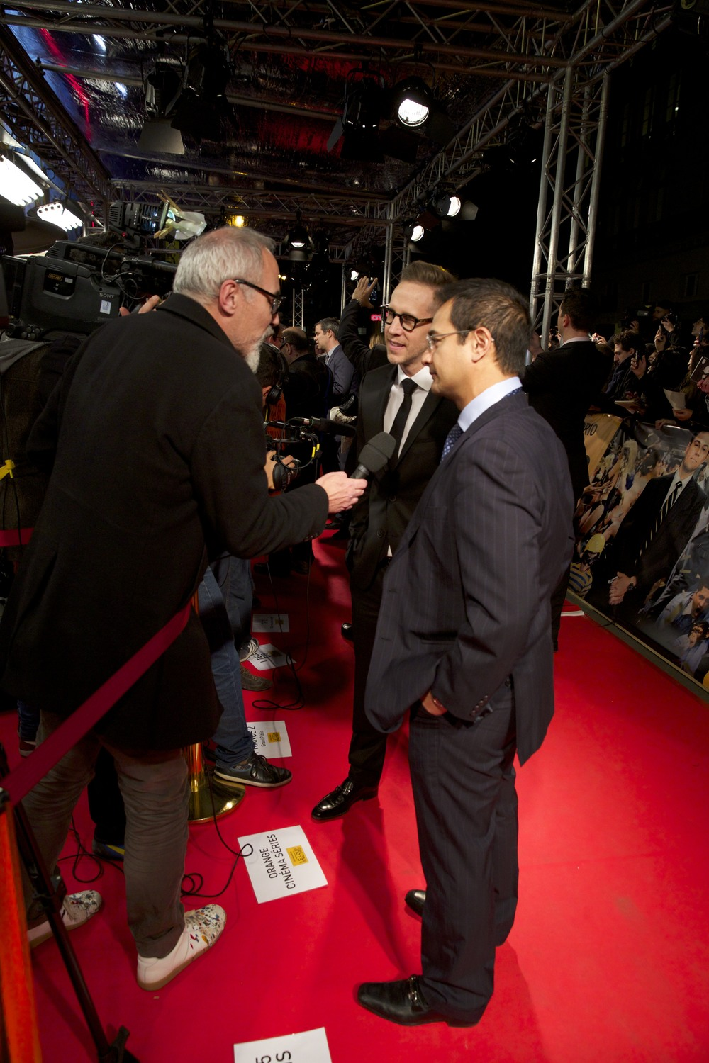 joey-mcfarland-riza-aziz-interviewd-on-the-red-carpet-paris-premiere-the-wolf-of-wall-street.jpg