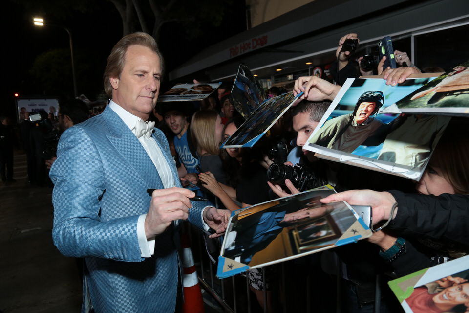 Jeff-Daniels-Dumb-and-Dumber-To-LA-Premiere-Red-Granite-Pictures-Dumb-To-11.03.14-23.jpg
