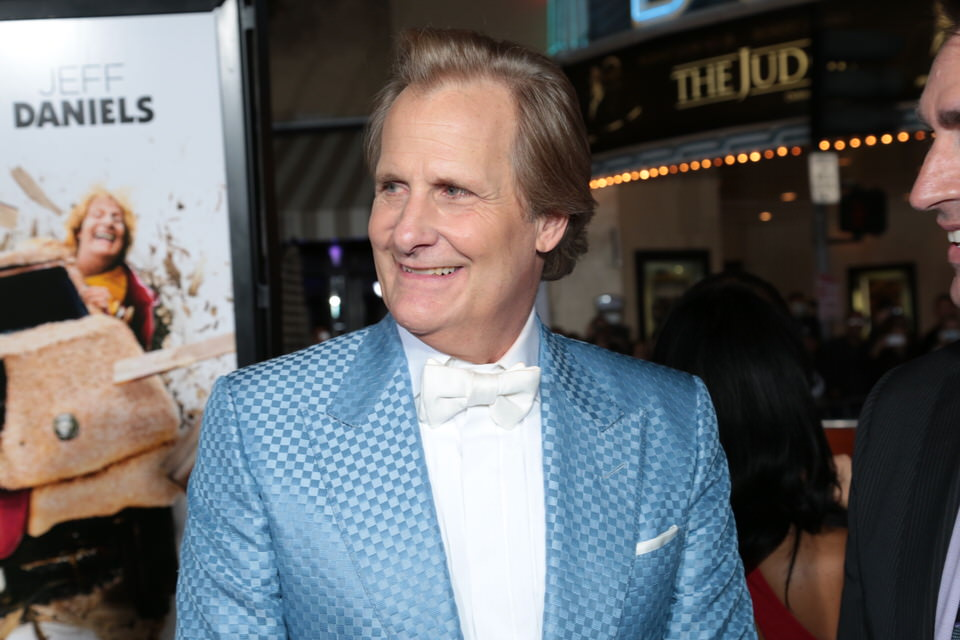 Jeff-Daniels-Dumb-and-Dumber-To-LA-Premiere-Red-Granite-Pictures-Dumb-To-11.03.14-63.jpg