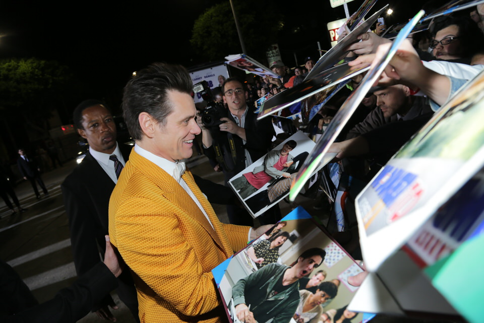 JIm-Carrey-Dumb-and-Dumber-To-LA-Premiere-Red-Granite-Pictures-Dumb-To-11.03.14-35.jpg