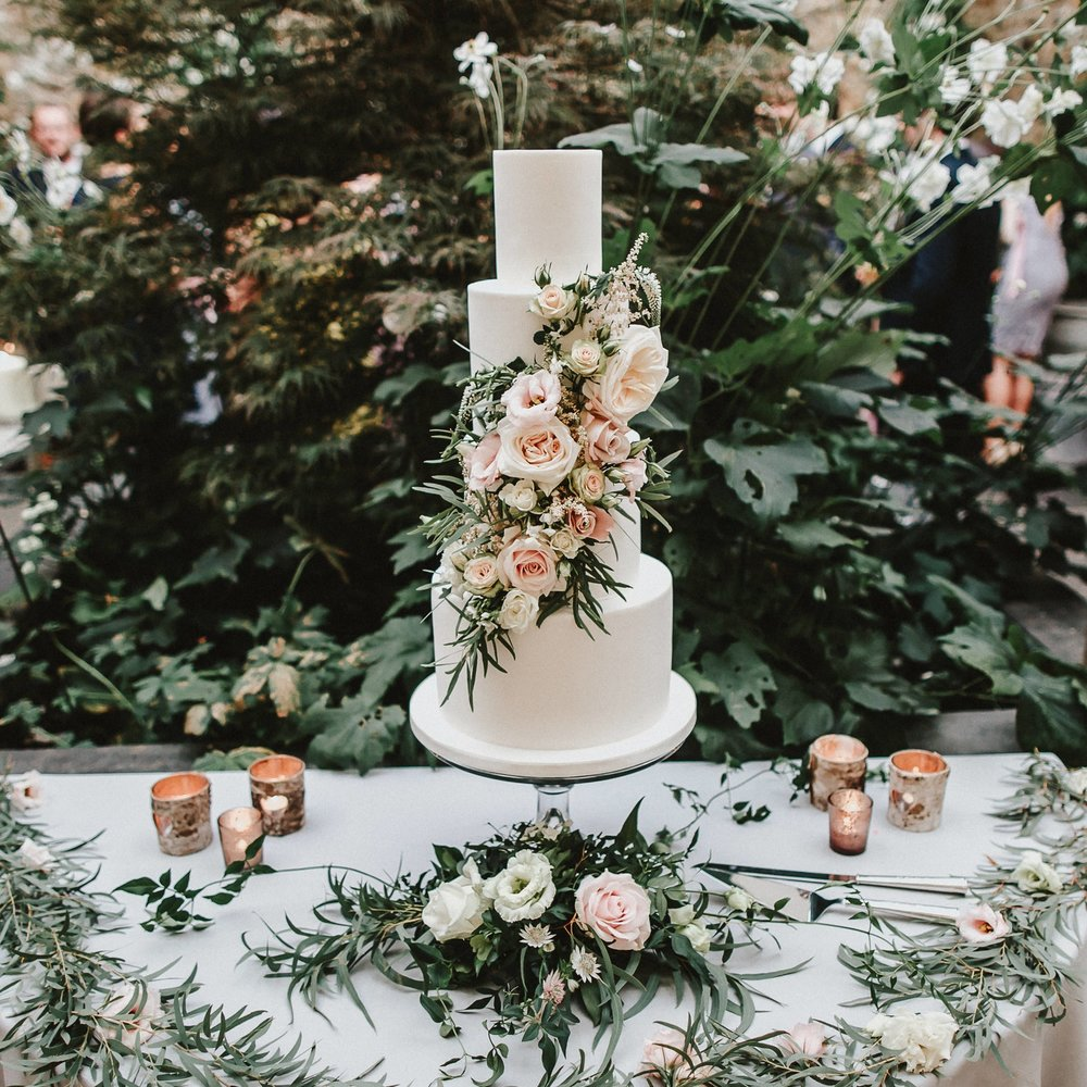THE WILD FLOWER EDIT  Nature inspired floral designs using real and sugar flowers.
