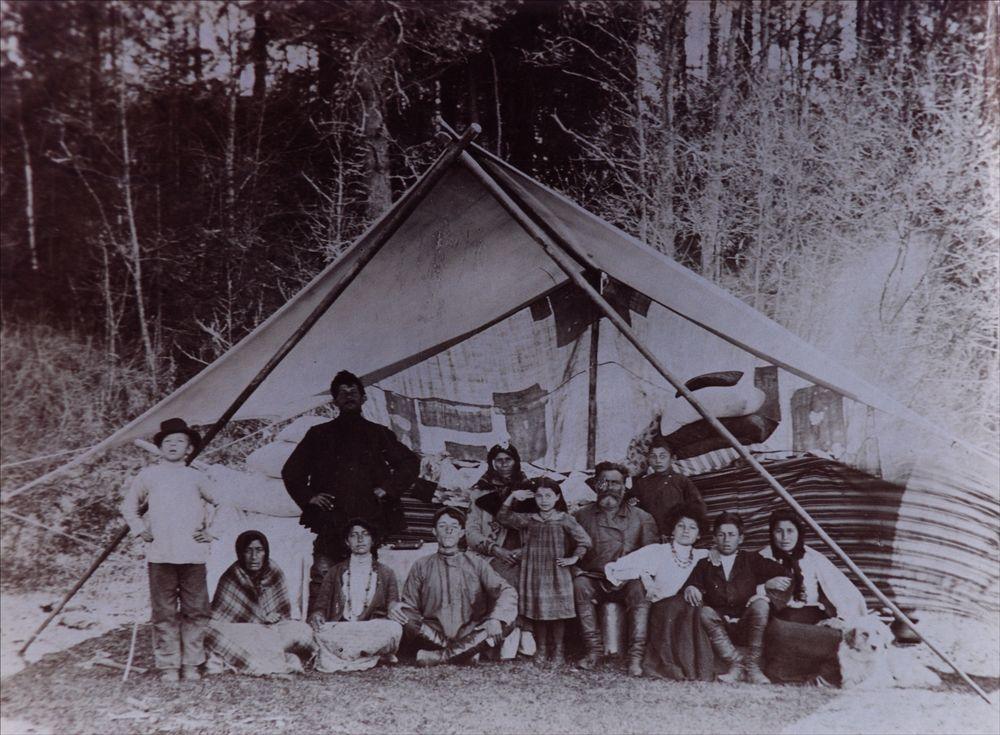 Русские цыгане. Фото конца XIX в. Российский этнографический музей, Санкт-Петербург