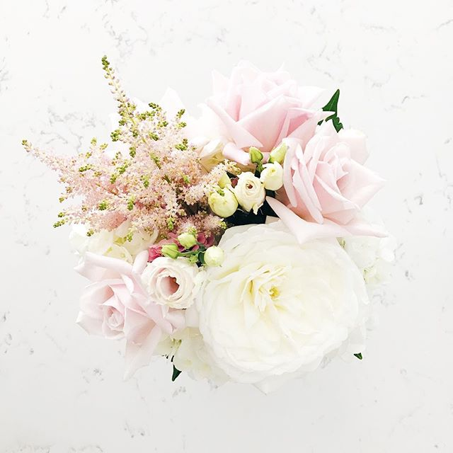 Happy Friday Loves!!! We are spending the weekend making our house into a home... hanging frames and curtains... oh and watching a lil' FSU football 🏈 What are you guys up to??? . . .  #flowers #flower #home #homestyle #bouquet #bouquets #bouquetlove #floridahome #floridastyle #momblog #momblogger #flowerpower #flowerstyle #florals #stpetemom #floridamom #floridablog #mamablog #floridablogger #style #styleblogger #tampablogger #localflorist #soloverly #smplivinv #houzz #hydrangeas #tampablog #tampamom #pinkroses