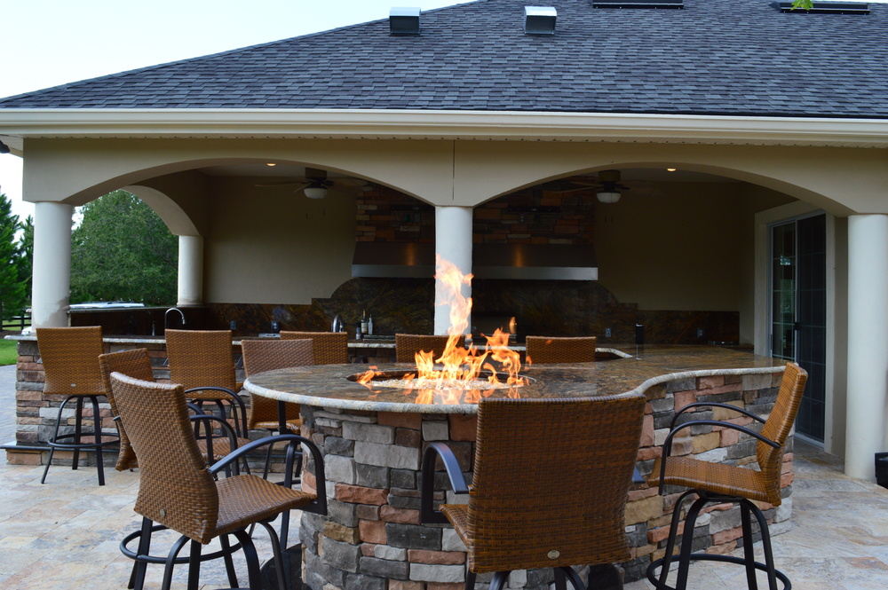 Tampa Outdoor Kitchen Fire Table