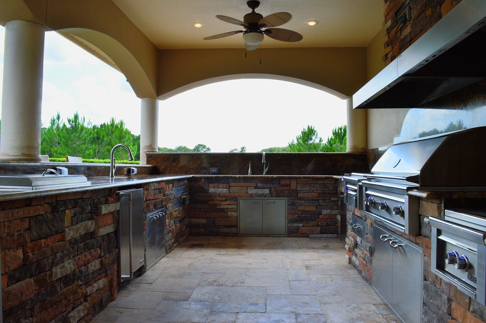 Tampa outdoor living space fully equipped for Outdoor kitchen designs orlando