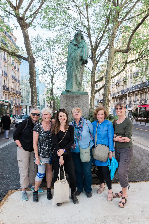 Melanie with sculpting group in Paris