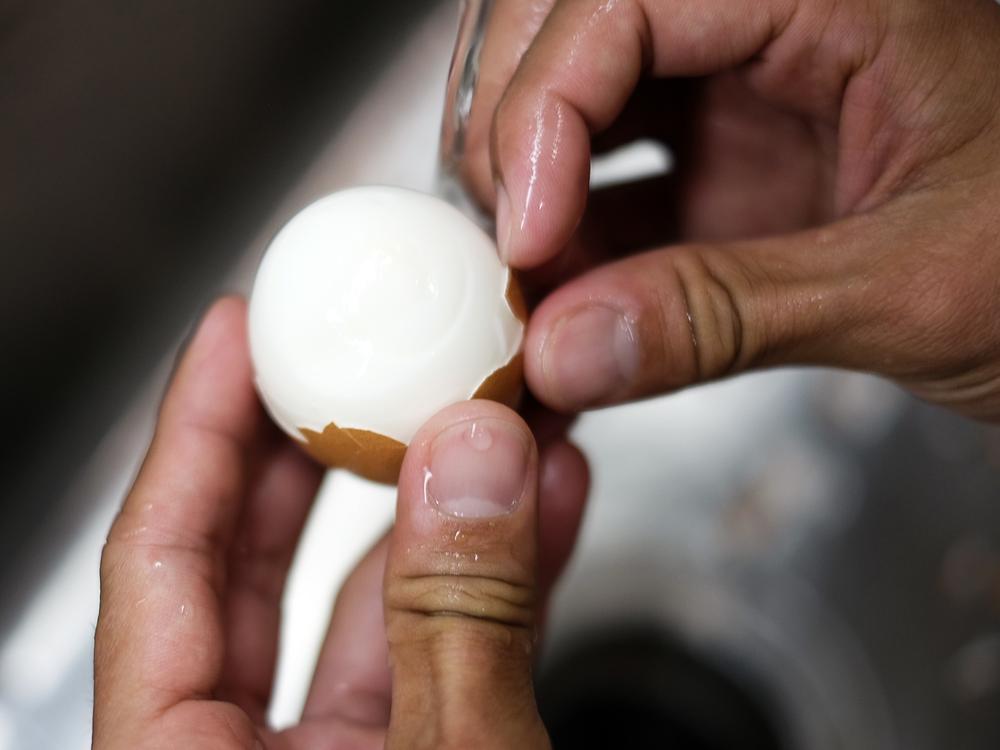 EggPeeling.jpg