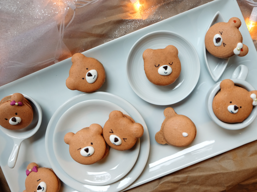 Day-08-Gingerbread-Bear-Macarons-9-2.jpg