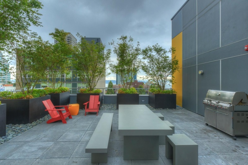 Residential roof deck - Photo : Zillow