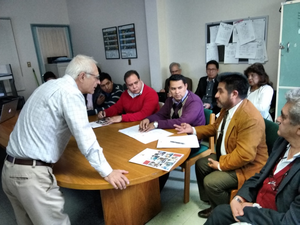 Discussion between SB missioners and Bolivian medical professionals during the course.