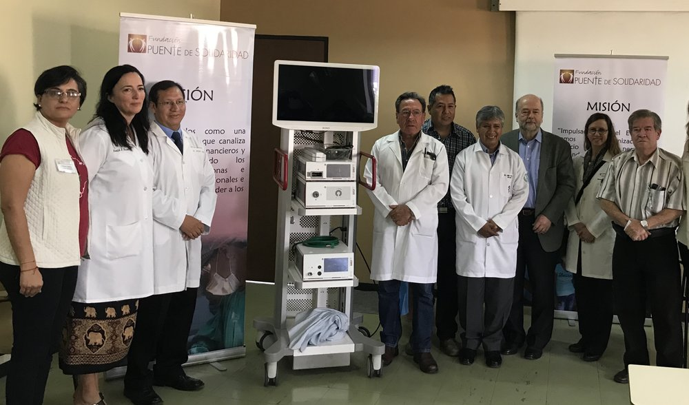 Celebrating the donation of a new laparoscopic tower, on permanent loan to the Viedma Hospital.