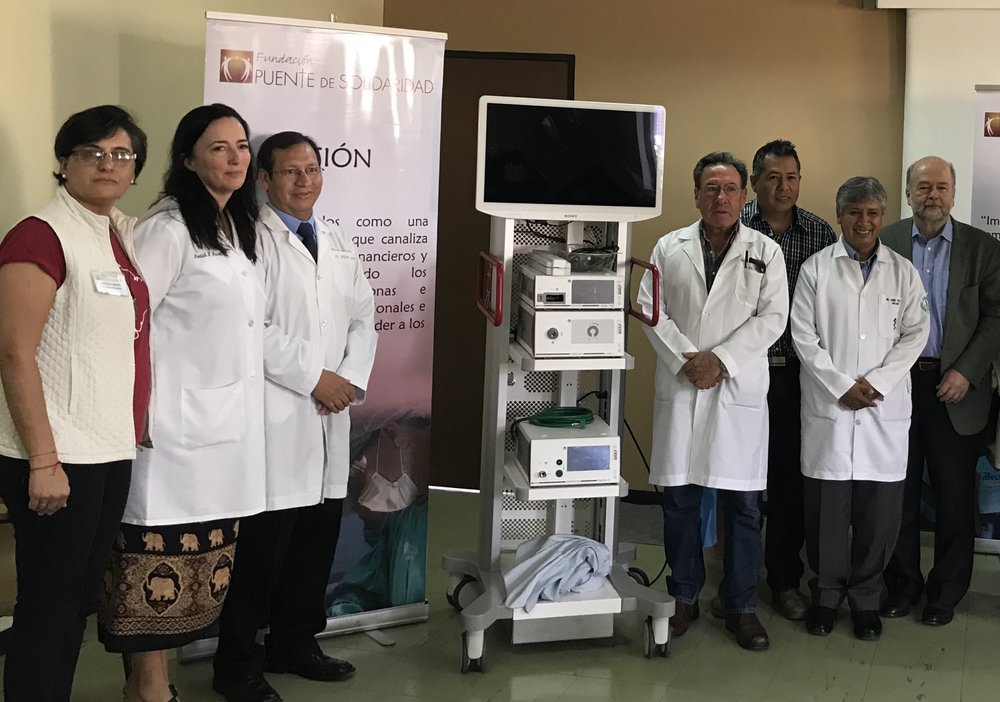 Partners with the new laparoscopic tower at Viedma Hospital, March 2018