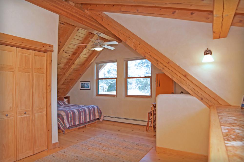 upstairsbedroom copy.jpg