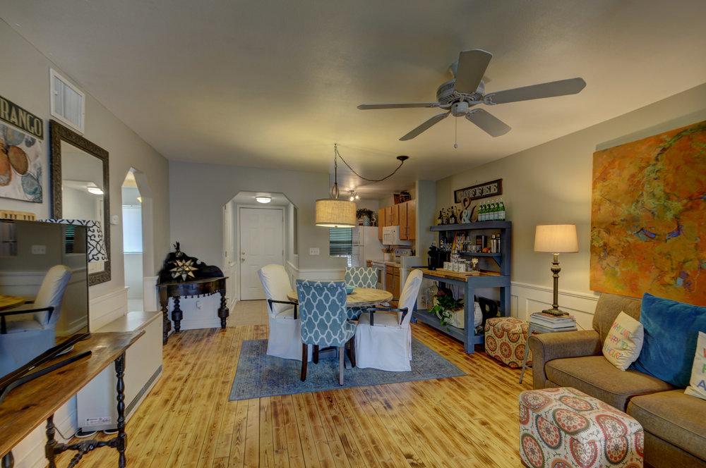 livingroom4114.jpg