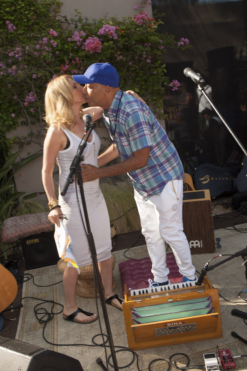 Russell Simmons passes the mic to Rossana Arquette