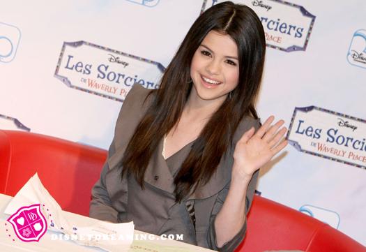 Selena-Gomez-Promoting-Clothing-Line-Waving.jpg