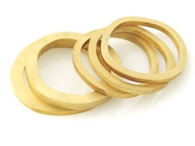 ringen-wave-geelgoud-simpleline2-Liesbethbusman-400px.jpg