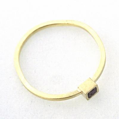 Simple Lines ring met kubus diamant -Not perfect fit-