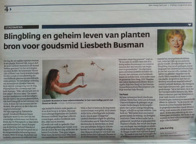 Met op de achtergrond enkele takjes (Nature///Culture) op de foto die gemaakt is door fotografeEveline van Egdom.