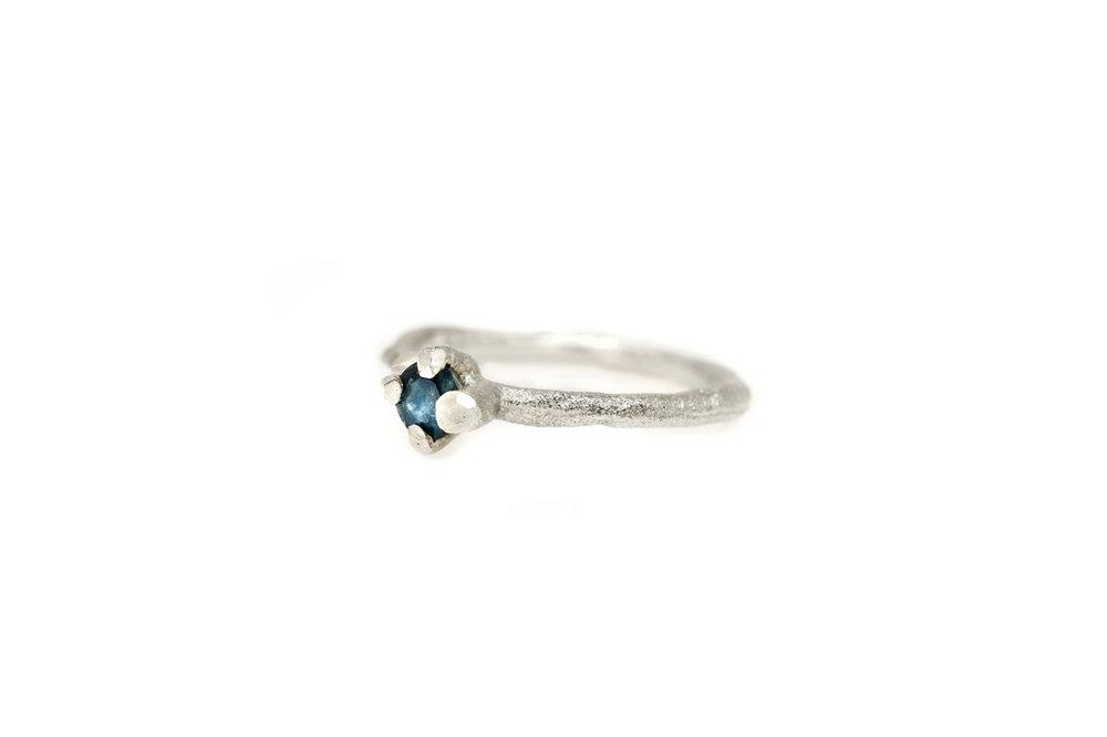 Verlovings ring takje zilver met saffier