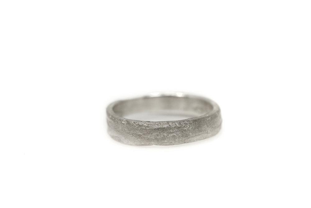 liesbethbusman-saagae-trouwringen-weddingrings--16 wit goud (1 van 1).jpg
