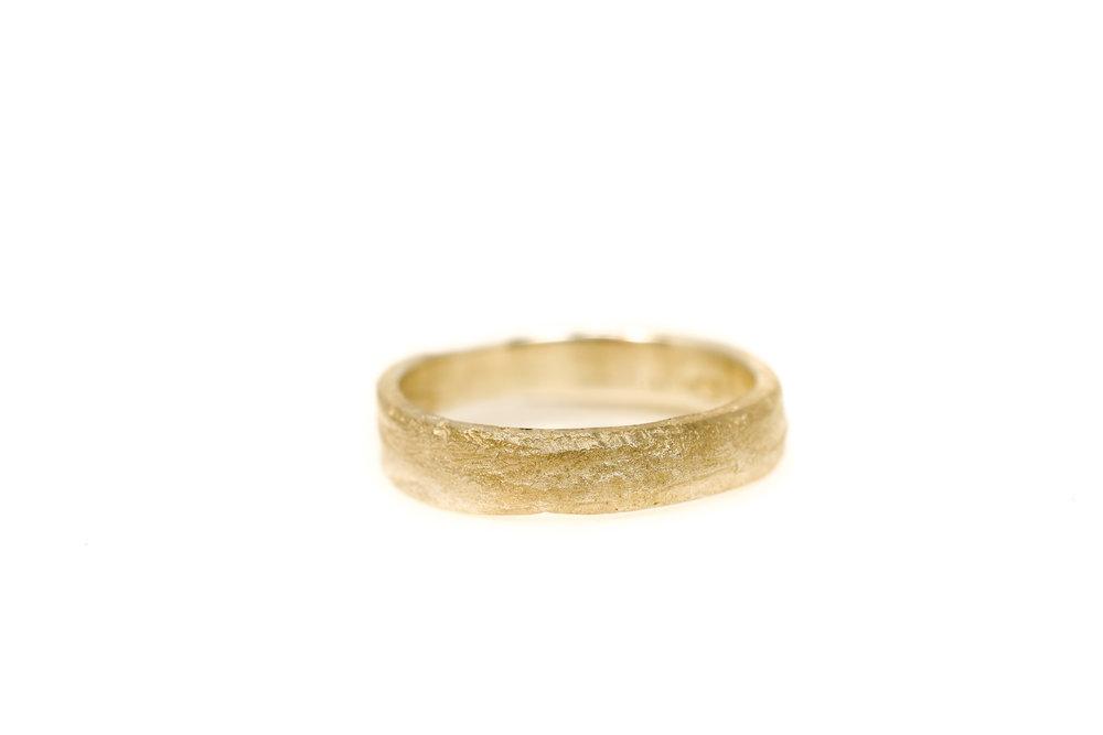 liesbethbusman-saagae-trouwringen-weddingrings--15 geel goud (1 van 1).jpg