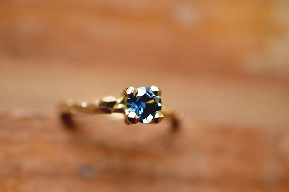takjesring+verloving+bauw-saffier-wolk-liesbethbusman-goud.jpg