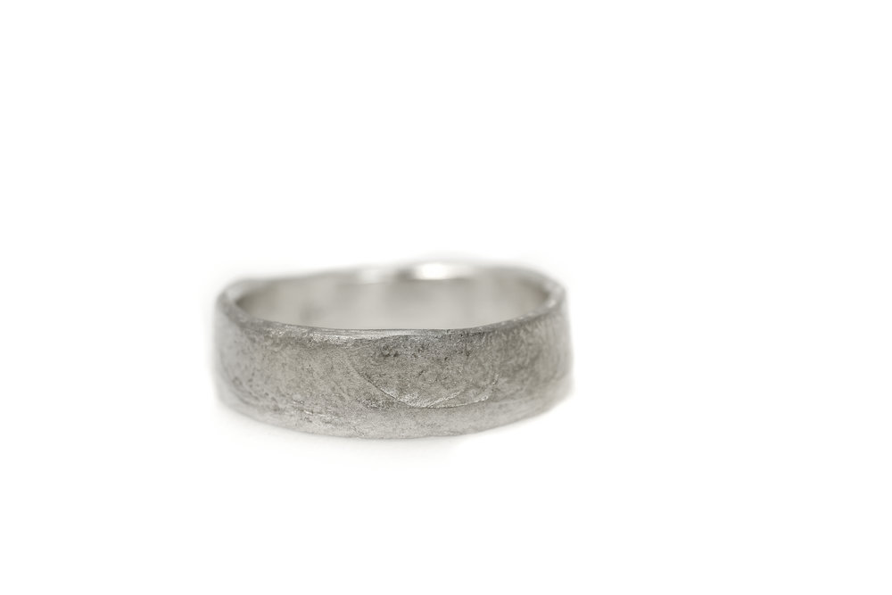 Trouwring lady Earth 6 mm breed witgoud