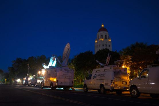 オバマ大統領スピーチのために、明け方前に到着したメディア陣(Image credits: L.A. Cicero)