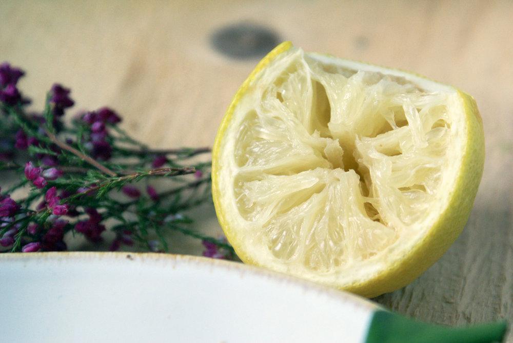 A savoir, le citron est basifiant chez la majorité des personnes mais acidifant chez d'autres.