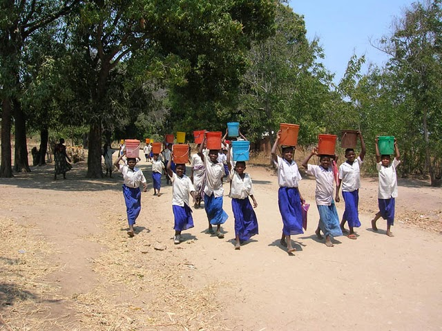 2004 Primary school children carrying water to school