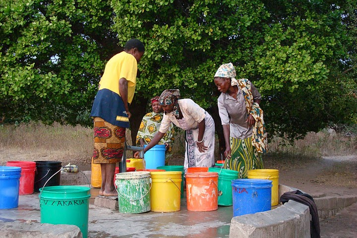 2004 Women fetching water at the well