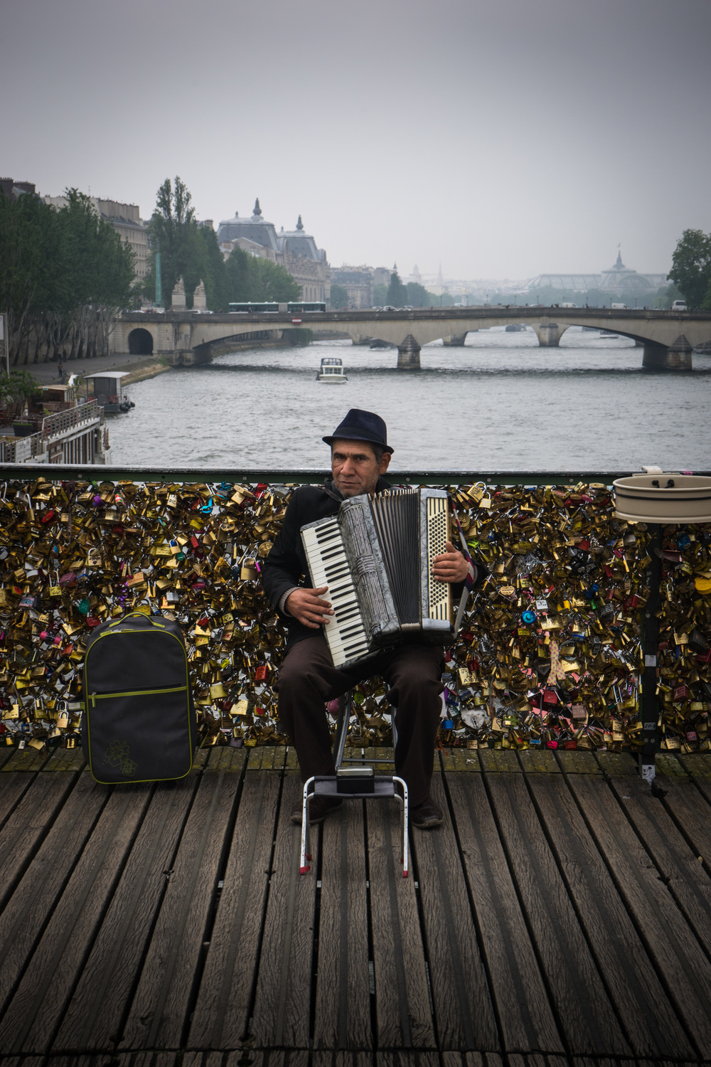 Busker at Pont des Arts
