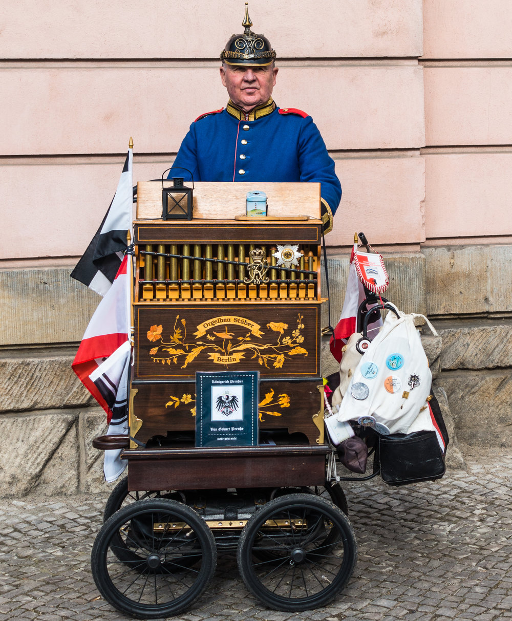 Organ grinder but no monkey at Unter den Linden