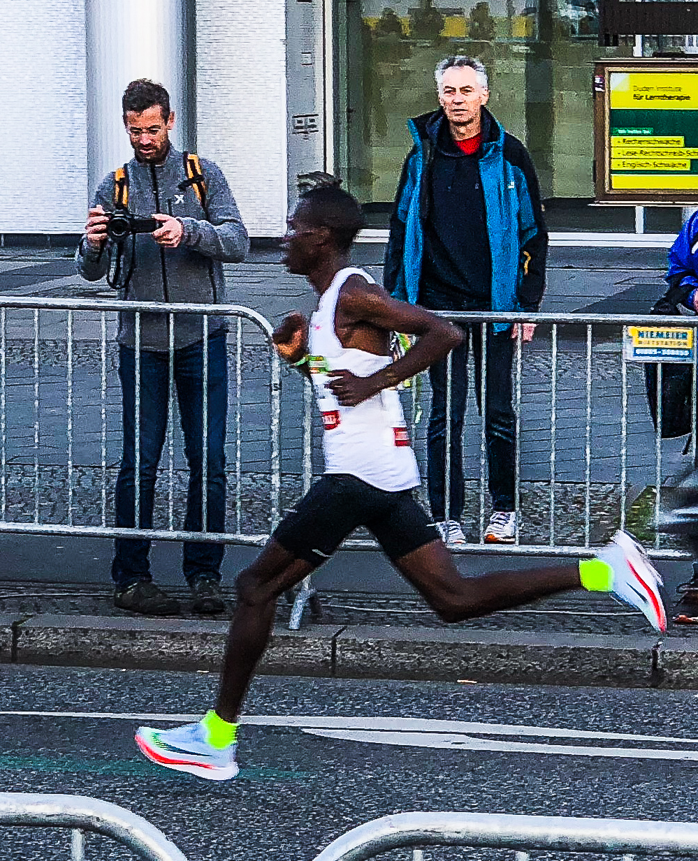 Erick Kiptanui, the winning runner.