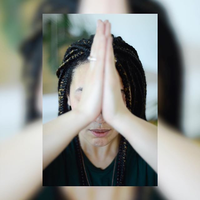 The beginning of the week. Start it off with peace and centering. Join me tomorrow at @theyesstudio at 9am for Yoga for Creatives. . . . . . See my website www.laurenkellybenson.com for more times throughout the week! . . . . . . #yogaforcreativity #yogaforall #aditiflow #flow #creativewellness #findyourflow 📸 by @ninagoffi