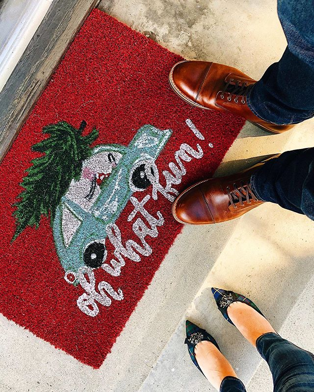 Staying home for the holidays in good ol' sunny Los Angeles 🎄🌴 . . . #ohwhatfun #doormat #christmasinla #jcrewstyle #jcrewshoes #targetfinds #targetchristmas #targetstyle
