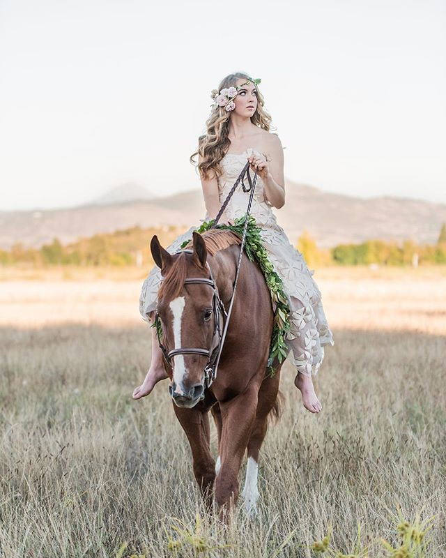Hair, makeup and florals for this princess and her majestic horse. 📸: @swestergardphotography  Location: @sweetrosefarmllc  Styled by: @allure.with.decor  Dress: @refind_dress_boutique  #seniorpictures #muah #makeupartist #pnwonderland #pnw #southernoregonmakeup #hairstylist #florist #flowercrown #horsewreath #artist #girlandherhorse