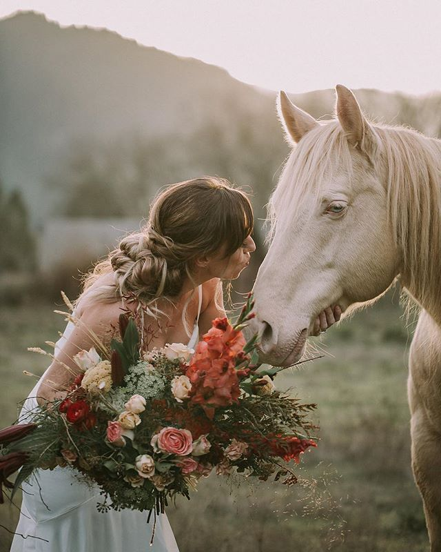Happy dance! I was able to do florals as well as hair and makeup for this shoot by @jessficek. The only thing missing in this magical picture is a unicorn horn. ☺️ 🦄 💓  #janicemoonfloristry #janicemoonartistry  #southernoregonartist #southernoregonflorist #southernoregonmakeupartist  #bridalbouquet #obbestbouquet2018 #floralartistry