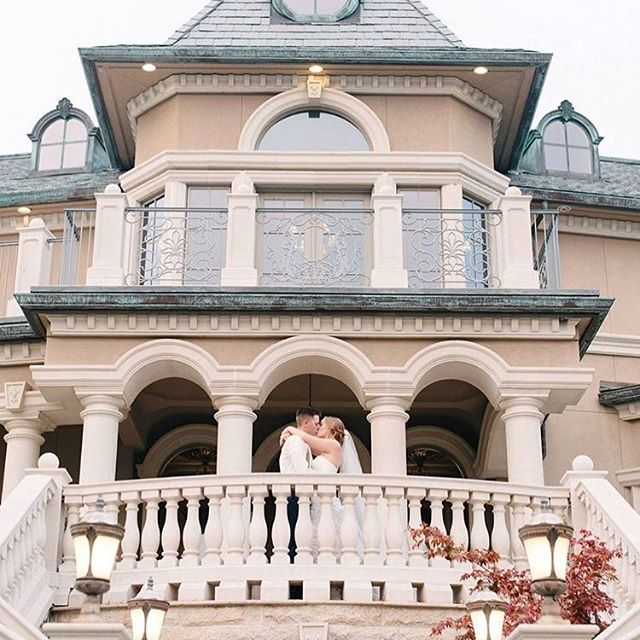 This place!!! @bellefiorewinery 📷 @emilykirstenphoto  Dress from @refind_dress_boutique  Muah: me  #bridalhair #muah