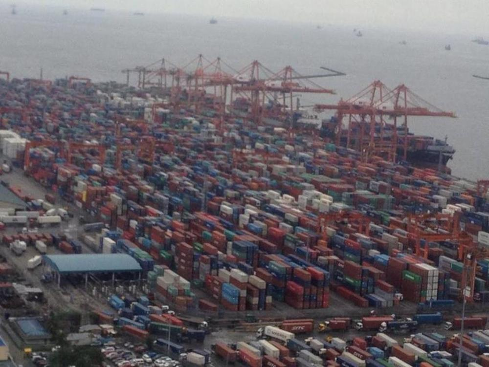 Recentphoto of the port congestion.